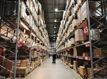 RISHON LE СИОН, ИЗРАИЛЬ 16-ОЕ ДЕКАБРЯ 2017: Междурядье склада в магазине IKEA Стоковые Изображения