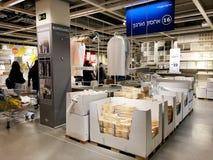 RISHON LE СИОН, ИЗРАИЛЬ 16-ОЕ ДЕКАБРЯ 2017: Междурядье склада в магазине IKEA Стоковая Фотография