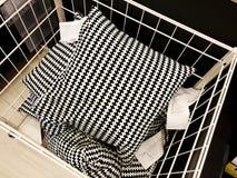 RISHON LE СИОН, ИЗРАИЛЬ 16-ОЕ ДЕКАБРЯ 2017: Подушка для релаксации Аксессуары постельных принадлежностей для сна Pillows постельн Стоковая Фотография RF