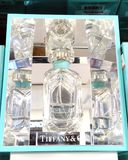 RISHON LE СИОН, ИЗРАИЛЬ 12-ОЕ ЯНВАРЯ 2018: Бутылка Тиффани и дух компании внутри магазина в Rishon Le Сионе Стоковая Фотография RF