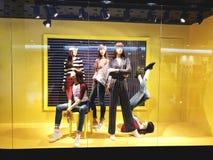 RISHON LE СИОН, ИЗРАИЛЬ 17-ОЕ ЯНВАРЯ 2018: Роскошный и модный дисплей окна бренда Стоковое Изображение