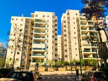 RISHON LE СИОН, ИЗРАИЛЬ - 23-ЬЕ АПРЕЛЯ 2018: Высокий жилой дом в Rishon Le Сионе, Израиле стоковые изображения