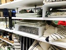 RISHON LE ZION, ΙΣΡΑΗΛ 17 ΔΕΚΕΜΒΡΊΟΥ 2017: Μέσα στο κατάστημα στο πολυκατάστημα Azrieli Rishon LE Zion, Ισραήλ Στοκ φωτογραφία με δικαίωμα ελεύθερης χρήσης