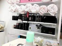 RISHON LE ZION, ΙΣΡΑΗΛ 17 ΔΕΚΕΜΒΡΊΟΥ 2017: Μέσα στο κατάστημα στο πολυκατάστημα Azrieli Rishon LE Zion, Ισραήλ Στοκ φωτογραφίες με δικαίωμα ελεύθερης χρήσης