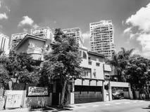 RISHON LE ZION, ΙΣΡΑΗΛ - 18 ΙΟΥΝΊΟΥ 2018: Ιδιωτικά σύγχρονα σπίτια στις οδούς Rishon LE Zion, Ισραήλ Στοκ Φωτογραφίες