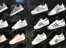 RISHON LE ZION, ISRAËL 17 DÉCEMBRE 2017 : Adidas entreposé en Rishon Le Zion photographie stock