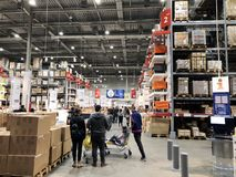 RISHON LE ZION, ISRAËL 16 DÉCEMBRE 2017 : Bas-côté d'entrepôt dans un magasin d'IKEA Images libres de droits
