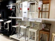 Rishon Le Zion, Israël - December 16, 2017: De stoelen van verschillende types worden verkocht in de winkel Royalty-vrije Stock Afbeeldingen