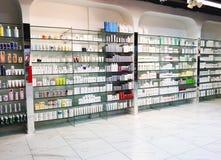 RISHON LE ZION, ISRAËL 29 DECEMBER, 2017: Skincare en cosmetischee producten op vertoning in een warenhuis Stock Foto's