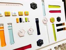 RISHON LE ZION, ISRAEL 29 DE DICIEMBRE DE 2017: Relojes del reloj expuestos en una tienda imágenes de archivo libres de regalías