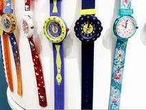 RISHON LE ZION, ISRAEL 29 DE DICIEMBRE DE 2017: Relojes del reloj expuestos en una tienda fotografía de archivo