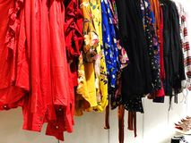RISHON LE ZION, ISRAEL 12 DE JANEIRO DE 2018: Dentro da loja de roupa no armazém em Rishon Le Zion Imagem de Stock Royalty Free