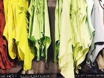RISHON LE ZION, ISRAEL 12 DE JANEIRO DE 2018: Dentro da loja de roupa no armazém em Rishon Le Zion Fotos de Stock