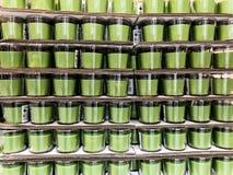 Rishon Le Zion, Israel - 16. Dezember 2017: Natürliches Sojabohnenölwachs ohne den Geruch einer Kerze in einem Glasgefäß Stockfotografie