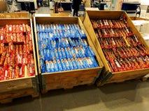 RISHON LE ZION, ISRAEL 16. DEZEMBER 2017: Verschiedene Marken von weichen Keksen im Paket auf dem Stand Stockbild