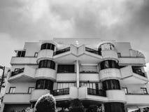 RISHON LE ZION, ISRAEL - 18. JUNI 2018: Hohes Wohngebäude in Rishon Le Zion, Israel Lizenzfreie Stockbilder