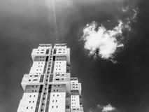 RISHON LE ZION, ISRAEL - 18. JUNI 2018: Hohes Wohngebäude in Rishon Le Zion, Israel Lizenzfreies Stockbild
