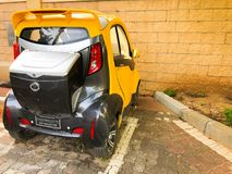RISHON LE ZION, ISRAELE - 24 APRILE 2018: La mini automobile elettrica compatta ha parcheggiato sulla via in Rishon Le Zion, Isra Immagine Stock