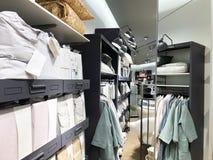 RISHON LE ZION, ISRAELE 17 DICEMBRE 2017: Dentro il deposito al grande magazzino di Azrieli in Rishon Le Zion, Israele fotografie stock