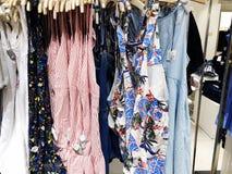 RISHON LE ZION, ISRAELE 12 GENNAIO 2018: Dentro il negozio di vestiti al grande magazzino in Rishon Le Zion Fotografie Stock