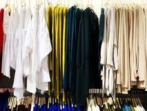 RISHON LE ZION, ISRAELE 12 GENNAIO 2018: Dentro il negozio di vestiti al grande magazzino in Rishon Le Zion Fotografia Stock Libera da Diritti