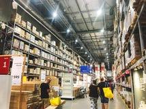 RISHON LE ZION, ISRAELE - 4 OTTOBRE 2017: Navata laterale del magazzino in un deposito di IKEA Fotografie Stock