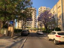 RISHON LE ZION IZRAEL, KWIECIEŃ, - 23, 2018: Wysoki budynek mieszkalny w Rishon Le Zion, Izrael fotografia royalty free