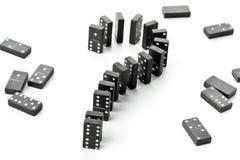 Risico, uitdagings of onzekerheidsconcept - de stenenvorm van het dominospel Stock Afbeelding