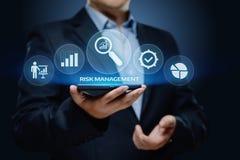 Risikomanagement-Strategie-Plan-Finanz-Investitions-Internet-Geschäfts-Technologie-Konzept stockbilder