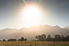 Rising sun from behind the mountains Royalty Free Stock Photography