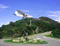 Riskabel plan landning på flygplatsen för St Barth Arkivbild