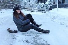 Riskera av olyckor på vintervägar royaltyfri fotografi