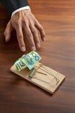 Riskera pensioneringen för fällainvesteringpengar arkivbilder