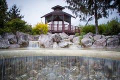 riskerade den trädgårds- makroen krattade sanden zen för stenar tre Royaltyfri Foto