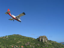 Risky plane landing at St Barts airport. ST. BARTS, FRENCH WEST INDIES - JANUARY 15: Risky plane landing at St Barts airport on January 15, 2004. At 2133 ft its Stock Photo