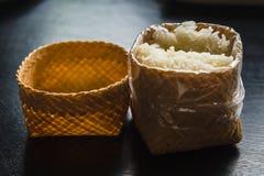 Riso appiccicoso in canestro di bambù Fotografia Stock