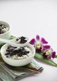 Riso appiccicoso dei fagioli neri con il dessert del latte di cocco Fotografia Stock