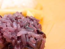Riso appiccicoso dolce del dessert con giaca in piatto Immagine Stock