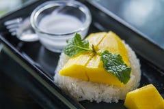 Riso appiccicoso dolce tailandese con il mango & x28; Khao Niew mA Muang& x29; Fotografia Stock Libera da Diritti