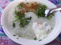 Riso bollito con l'uovo affogato, alimento laotiano Fotografie Stock Libere da Diritti
