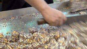 Riso croccante tailandese, cracker tailandese del riso, fine su stock footage