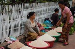 Riso d'acquisto, Luang Prabang Fotografia Stock Libera da Diritti