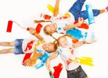 Riso de três meninas no assoalho Imagens de Stock Royalty Free