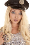 Riso debochado de prata da cabeça do chapéu da polícia do equipamento da mulher Imagem de Stock Royalty Free