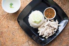 Riso del pollo di Hainanese con minestra e salsa Immagini Stock Libere da Diritti