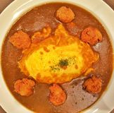 Riso di curry giapponese dell'omelette Fotografia Stock