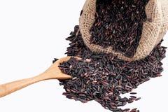 Riso di Riceberry nella vista superiore dei sacchi su un fondo bianco Immagini Stock