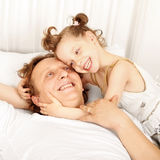 Riso do pai e da filha Fotografia de Stock