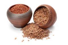 Riso e lenticchie rossi in vasi di argilla Immagini Stock
