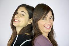 Riso feliz de duas amigas Imagem de Stock Royalty Free